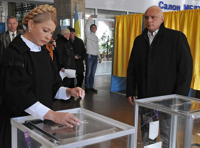 Batkivshchyna political party leader Yulia Tymoshenko and husband Alexander Tymoshenko cast their votes at a polling station in Dnipropetrovsk during the Ukrainian early parliamentary election. (RIA Novosti/Igor Maslov)