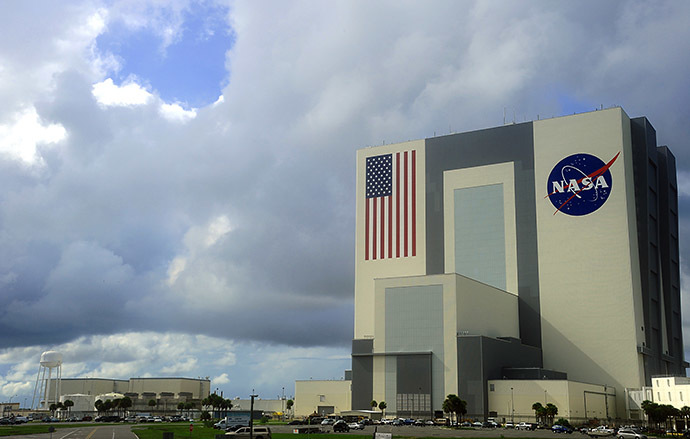 Heavy clouds begin to move over the Vehicle Assembly Building. (AFP Photo/Karen Bleier)