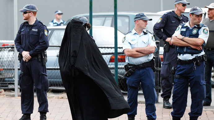 Anti-burqa protester tries to enter Australian parliament in KKK hood