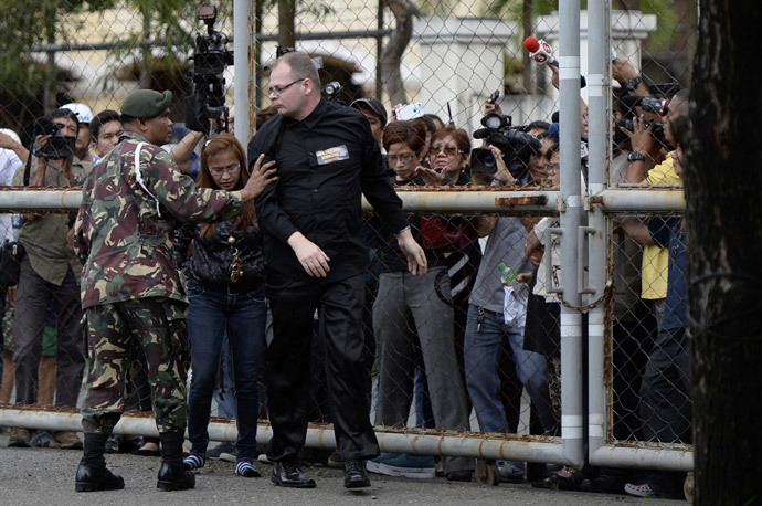 "German Marc Susselbeck (3rd L), boyfriend of murdered Filipino transgender woman Jennifer Laude, also known as ""Jeffrey,"" and Jennifer's sister Marilou (2nd L) climb over the gate of the facility where Private First Class Joseph Scott Pemberton is detained at the Armed Forces of the Philippines (AFP) headquarters in Manila on October 22, 2014. (AFP Photo / Noel Celis)"