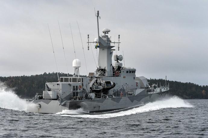 Swedish corvette HMS Stockholm patrols at Jungfrufjarden in the Stockholm archipelago on October 20, 2014. (AFP Photo / Anders Wiklund / TT News Agency / Sweden out)