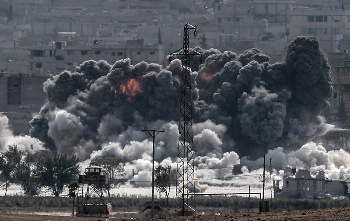 A picture taken from the Turkish border near the southeastern village of Mursitpinar, in the provience of Sanliurfa shows smoke billowing after a jet fighter hit Kobani, also known as Ain al-Arab, on October 28, 2014. (AFP Photo)