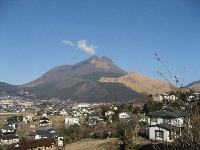 Mount Ioyama (image from blogs.yahoo.co.jp)