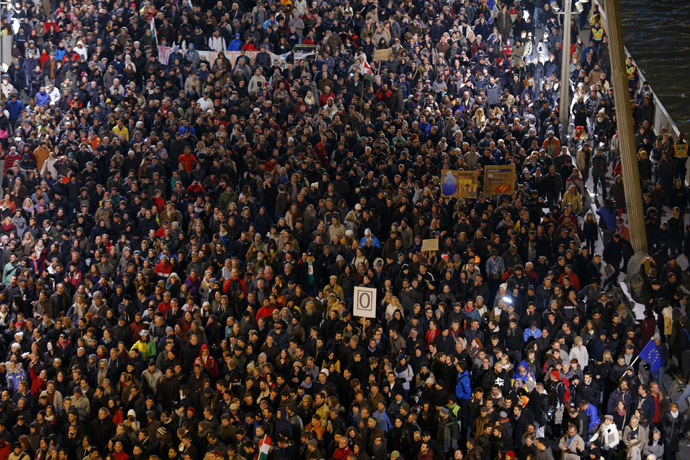 Tens of thousands of Hungarians march across the Elisabeth Bridge during a protest against new tax on Internet data transfers in centre of Budapest, October 28, 2014. (Reuters/Laszlo Balogh)
