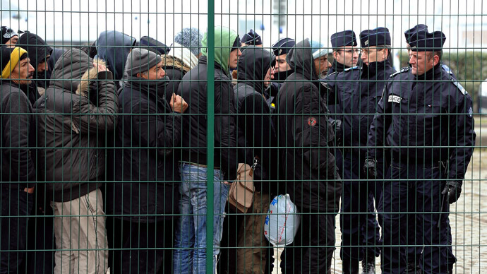 Govt immigration policy slammed by MPs, thousands of migrants camp at French border