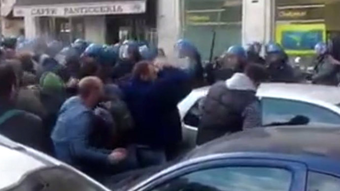 Clashes at German embassy in Rome over ThyssenKrupp plans to cut jobs (VIDEO)