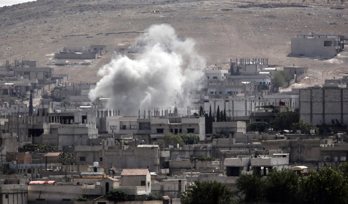 Smoke rises from the Syrian town of Kobane, seen from near the Mursitpinar border crossing on the Turkish-Syrian border in the southeastern town of Suruc, Sanliurfa province, on October 3, 2014. (AFP Photo)