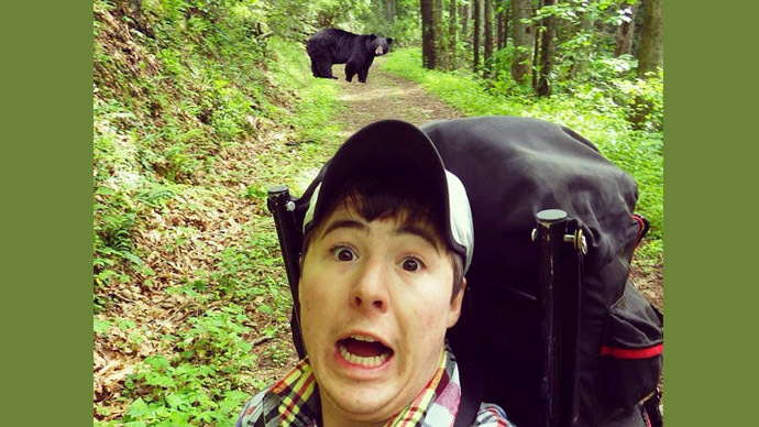 ​Guy takes selfie with bear, America copies, then discovers original was fake