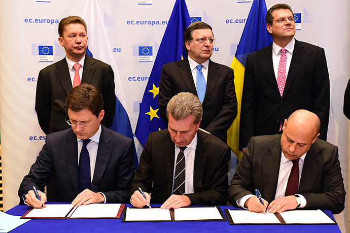(Front, from L) Russian Energy Minister Alexander Novak, EU Energy Commissioner Gunther Oettinger and Ukraine's Energy and Coal Industry Minister Yuri Prodan prepare to sign an agreement at the European Union Commission headquarters in Brussels on October 30, 2014, as (back, from L) Alexey Miller, Chairman of the Board of Directors of Gazprom, outgoing EU Commission head Jose Manuel Barroso and European Commission vice-president Miros Sefkovic look on (AFP Photo / Emmanuel Dunand)