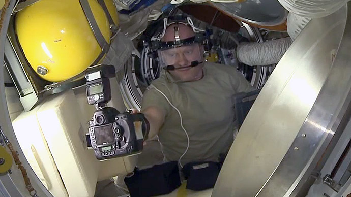 How to take a selfie in space firsthand (VIDEO)