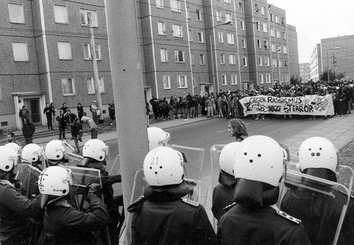 Race riots in Hoyerwerde, former East Germany, in 1991 (Foto: corto/Umbruch Bildarchiv)