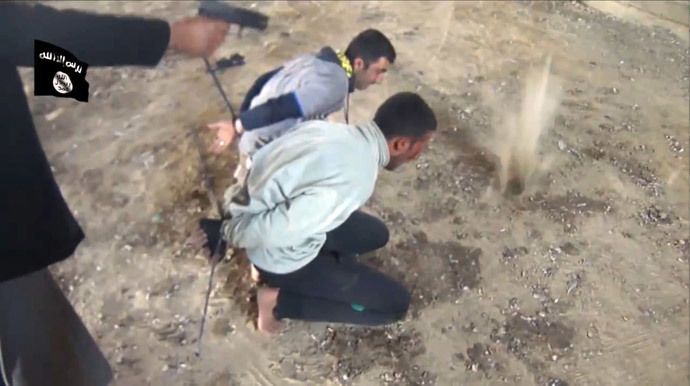 An image grab taken from a video uploaded on Youtube on February 19, 2014, allegedly shows militants from the Islamic State of Iraq and the Levant (ISIL) executing a group of Iraqi soldiers at an undisclosed location the Iraqi Anbar province. (AFP Photo / HO / Nasr Al-Mujahedeen)