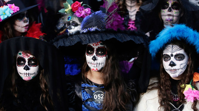 why the day of the dead is not halloween photos