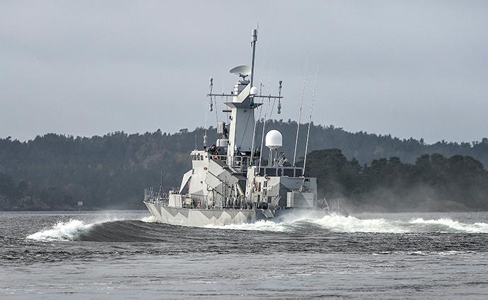 Swedish corvette HMS Stockholm patrols at Jungfrufjarden in the Stockholm archipelago on October 20, 2014 (Reuters / TT News Agency)