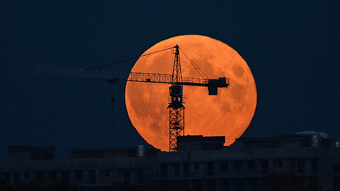 The Moon on the day of a total eclipse over North River station in Moscow (RIA Novosti / Maksim Blinov)