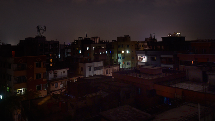 Total darkness: Country-wide blackout in Bangladesh as power grid collapses (PHOTOS)
