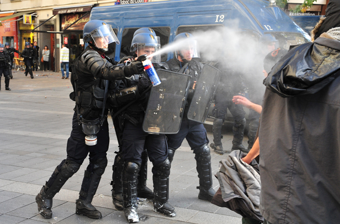 Police officers spray tear gas on November 1, 2014 in Nantes (AFP Photo / Georges Gobet)