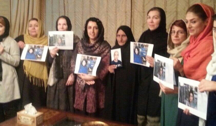 A group of Iranian activists and ex-prisoners met up with Ghoncheh's family to give their sympathy and support. (Image from Free Ghoncheh Ghavami Facebook page)