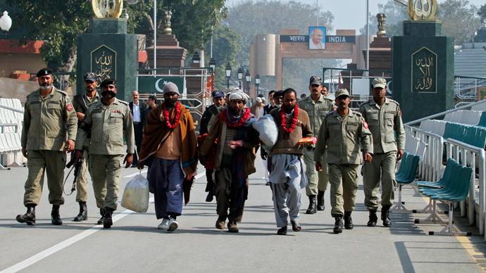 Taliban suicide attack kills 45 on Pakistan-India border