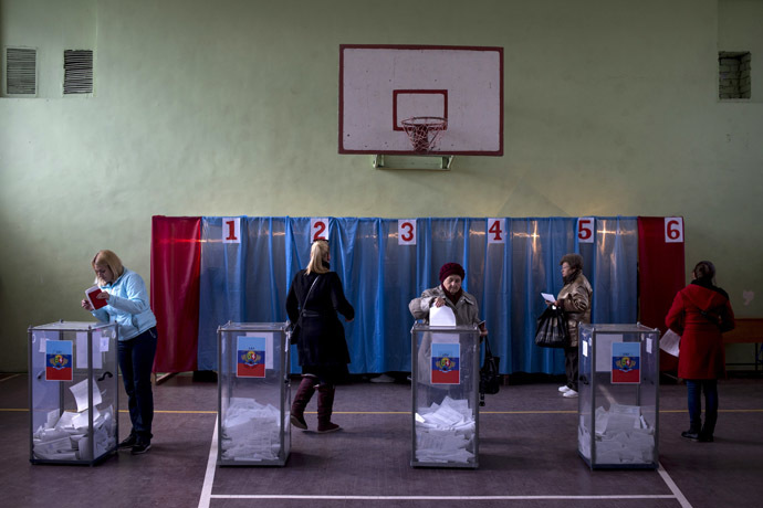 Luhansk residets vote during the elections for the head of the Luhansk People's Republic and MPs of Luhansk People's Republic's People's Council. (RIA Novosti/Valeriy Melnikov)