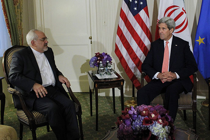 U.S. Secretary of State John Kerry (R) and Iranian Foreign Minister Mohammad Javad Zarif. (Reuters/Eduardo Munoz)