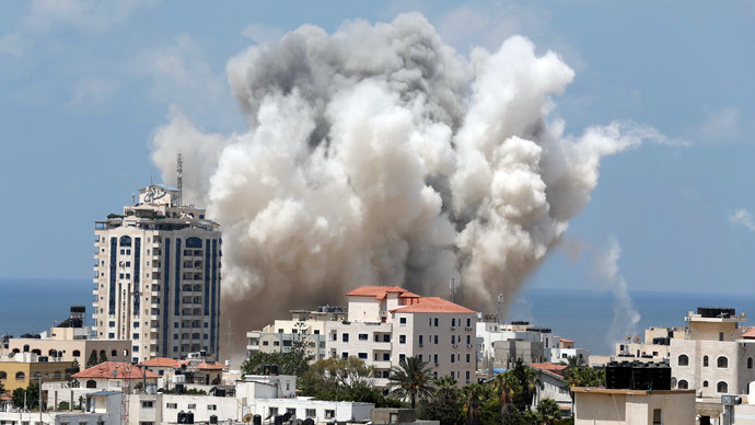 Smoke rises following what witnesses said was an Israeli air strike in Gaza City August 9, 2014.(Reuters / Suhaib Salem)