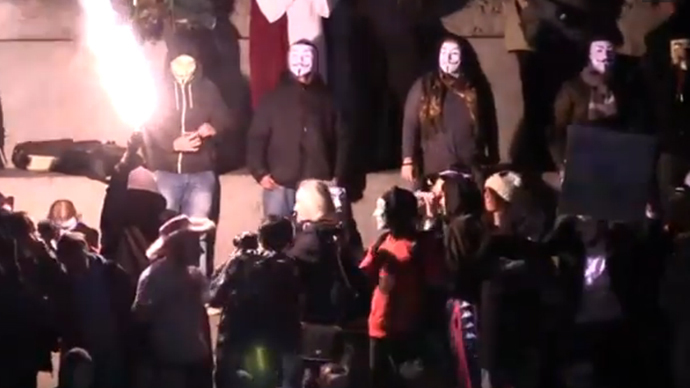 A protester lights a flare in the middle of Trafalgar Square (Ruptly video screenshot)