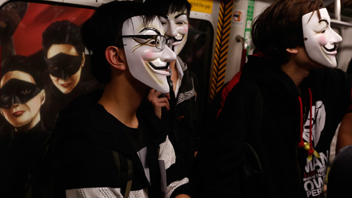 10 arrested as London Million Mask March turns tense