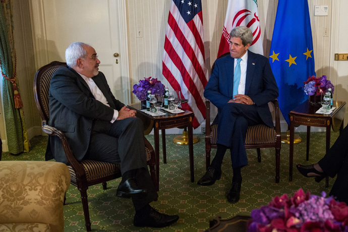 U.S. Secretary of State John Kerry (R) meets with Iranian Foreign Minister Mohammad Javad Zarif (Andrew Burton / Getty Images / AFP)