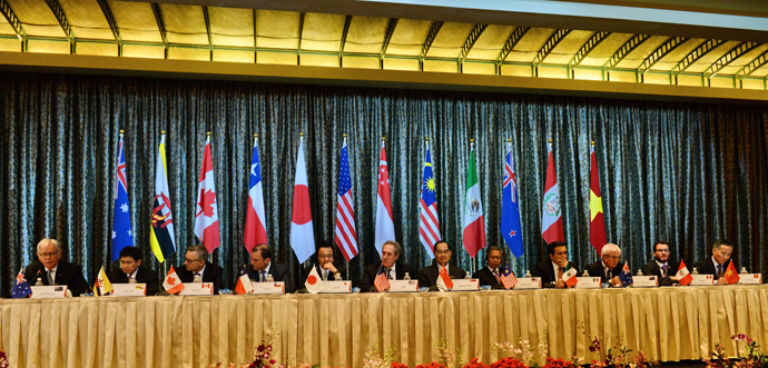 Trade ministers and representatives attend a press conference at the Trans-Pacific Partnership (TPP) ministerial meeting in Singapore on February 25, 2014. (AFP Photo / Roslan Raman)