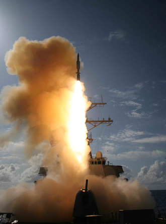 This picture released by the US Navy 25 June 2007 shows a Standard Missile (SM-3) being launched from the Aegis combat system equipped Arleigh Burke class destroyer USS Decatur operating in the Pacific Ocean (AFP Photo)
