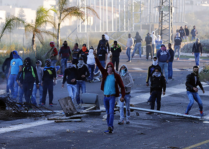 Israeli Arab youthsclash with Israeli police at the entrance to the town of Kfar Kanna, in northern Israel, November 8, 2014. (Reuters/Ammar Awad)