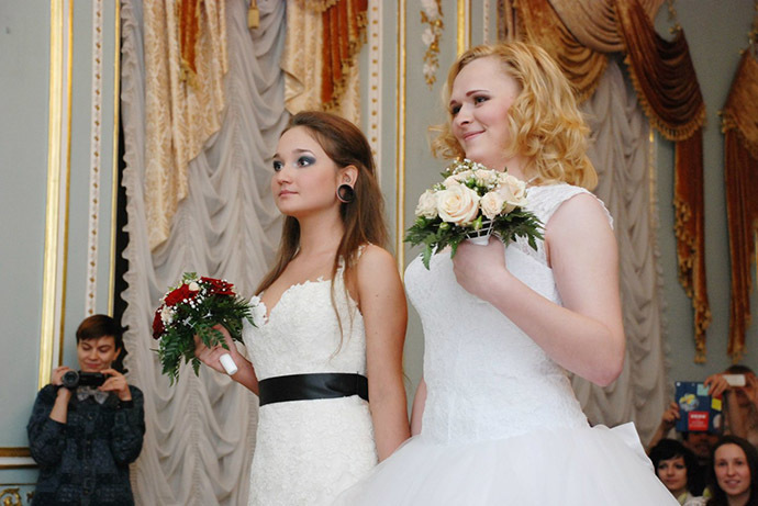 Irina Shumilova, (R ) and Alyona Fursova (L ) during the ceremony. Photo courtesy of Irina Shumilova (VK.com)