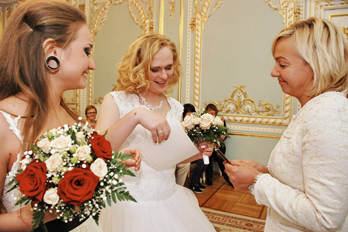 Irina Shumilova and Alyona Fursova receive their marriage certificate. Photo courtesy of Irina Shumilova (VK.com)