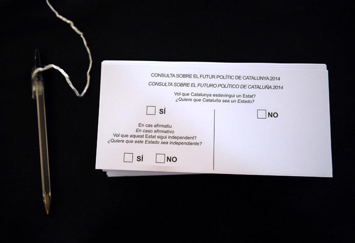 Voting slips are ready for the 9N consultation in Sant Feliu de Llobregat, near Barcelona, November 8, 2014. (Reuters/Albert Gea)