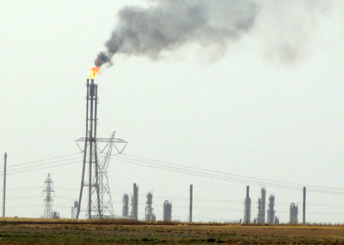 A picture taken on July 1, 2014 shows a North Oil Company gas field located near a checkpoint held by militants of the Islamic State (IS), some 30 kilometres southwest of the disputed Iraqi city of Kirkuk. (AFP Photo/Marwan Ibrahim)