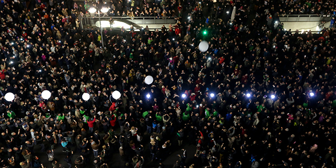 Balloons which were part of the installation 'Lichtgrenze' (Border of Light) are released in Ebertstrasse near Potsdamer Platz in Berlin, November 9, 2014. (Reuters / Thomas Krumenacker)