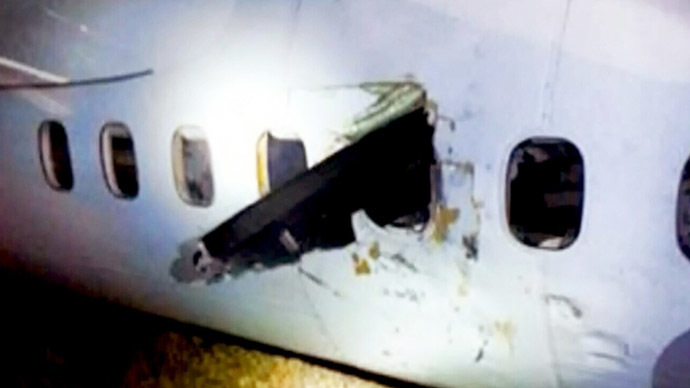 ​Propeller smashes through plane window in Air Canada emergency landing (PHOTOS, VIDEO)