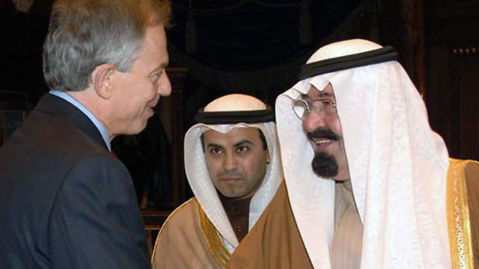 A handout picture released by the Saudi Press Agency (SPA) shows Saudi King Abdullah bin Abdul Aziz (R) shaking hands with Middle East Quartet envoy Tony Blair during a meeting in Riyadh on January 18, 2009. (AFP Photo)