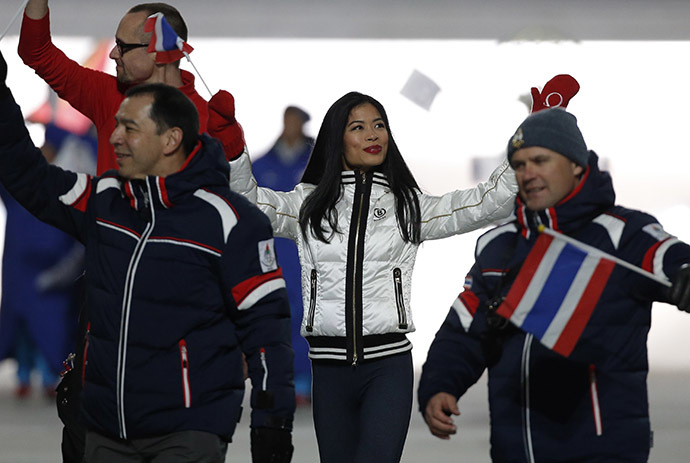 Violinist Vanessa-Mae Vanakorn, set to ski for Thailand, waves during the opening ceremony of the 2014 Sochi Winter Olympics, February 7, 2014. (Reuters/Phil Noble)
