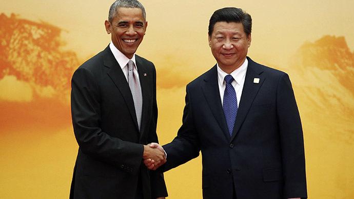 U.S. President Barack Obama (L) shakes hands with China's President Xi Jinping. (Reuters/Kim Kyung-Hoon)