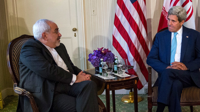 U.S. Secretary of State John Kerry (R) meets with Iranian Foreign Minister Mohammad Javad Zarif (L) (AFP Photo / Andrew Burton)