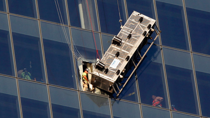 Window washers dangle from One World Trade Center before being rescued (VIDEO)