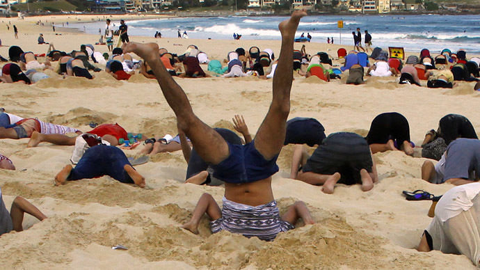 G20 climate change protesters bury their heads in the sand (PHOTOS)