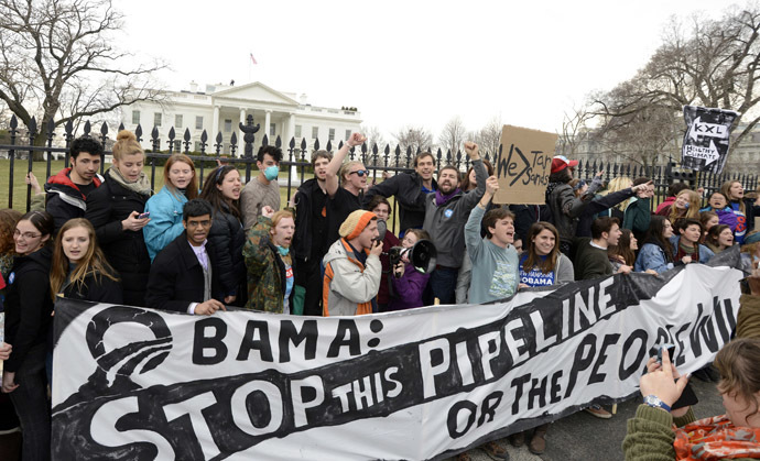 Environmentalists, many who have zip-tied themselves to the fence of the White House, rally and call on President Barack Obama to reject the Keystone XL pipeline, in Washington, March 2, 2014. (Reuters/Mike Theiler)