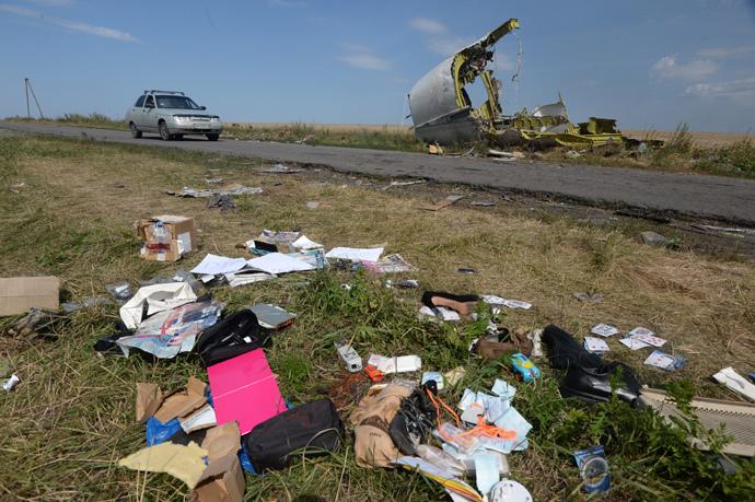 At the crush site of the Malaysian Airlines Boeing 777, outside the village of Grabovo, near Shakhtyorsk, Donetsk Region. (RIA Novosti / Mikhail Voskresenskiy)