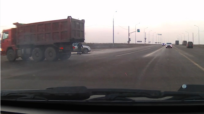 Missed by an inch: Man dodges death as dump truck collides with SUV (VIDEO)