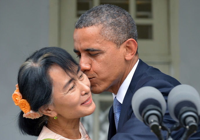 US President Barack Obama (R) kisses Myanmar opposition leader Aung San Suu Kyi after making a speech at her residence in Yangon on November 19, 2012. (AFP Photo/Jewel Samad)