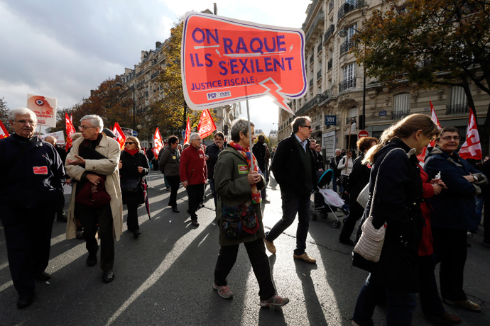 People attend a demonstration against the government's austerity reforms, in Paris November 15, 2014 (Reuters / Gonzalo Fuentes)