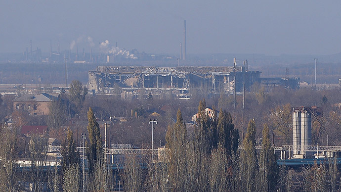 Donetsk airport building as seen from the city's Kuibyshevsky district. (RIA Novosti/Alexey Kudenko)